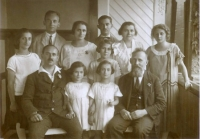 David and Mitzi Schmerling and Siegmund and Anna Kornmehl families, ca 1920