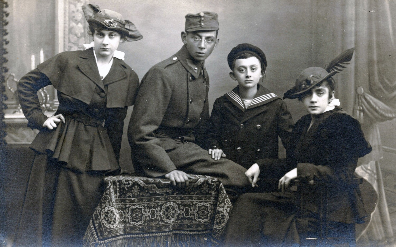 Emmy, George, Hans, and Lilly Kornmehl, Vienna, 1915