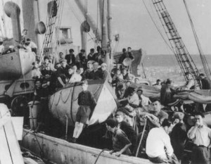 Jewish refugees on board the Aliyah Bet Jewish immigration ship Atratto
