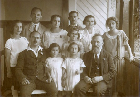 Schmerling and Kornmehl families, ca 1920