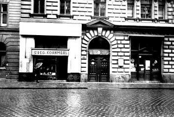 19 Berggasse: A Twice-Famed Address