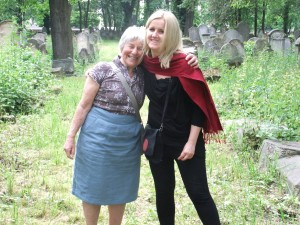 Flora Selwyn and Anna Selwyn in the Tarnow Jewish cemetery