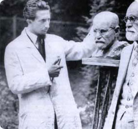 Oskar Nemon and Freud, real and sculpted